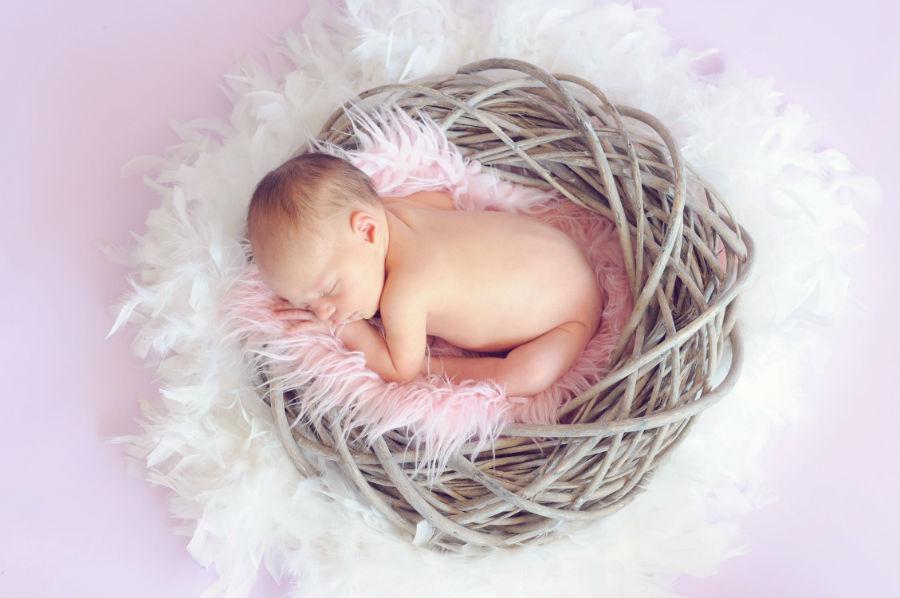Neonata dorme