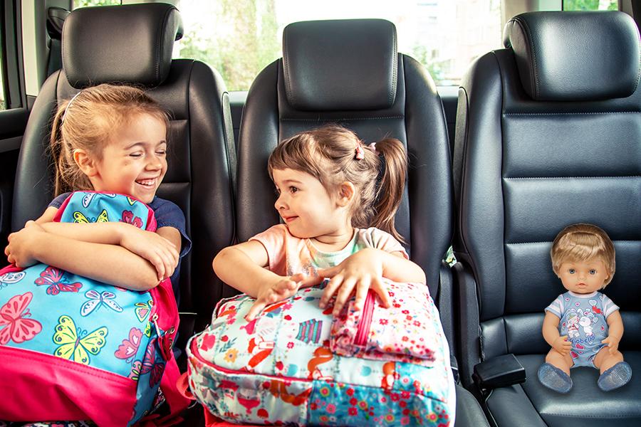 Cicciobello Mille Muah in auto con due bimbe