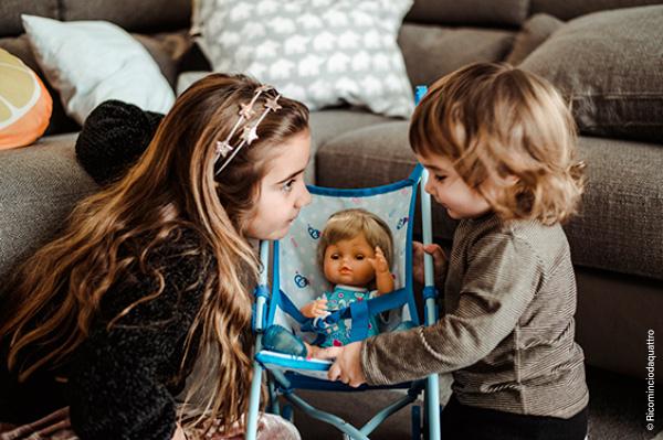 Credit foto: Adriana Fusè - le sue figlie mentre giocano con Cicciobello Muah