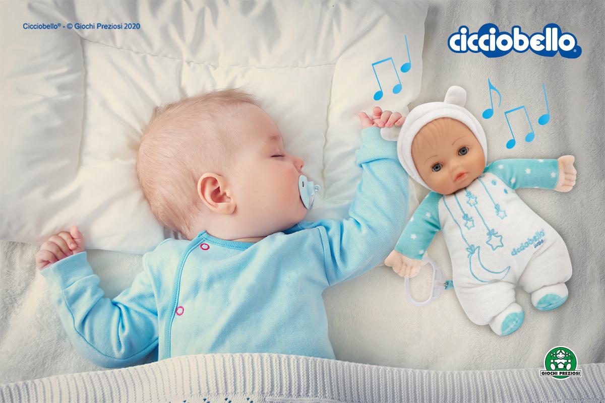 Neonato dorme con Cicciobello Bebè Carillon, il tenero carillon per neonato