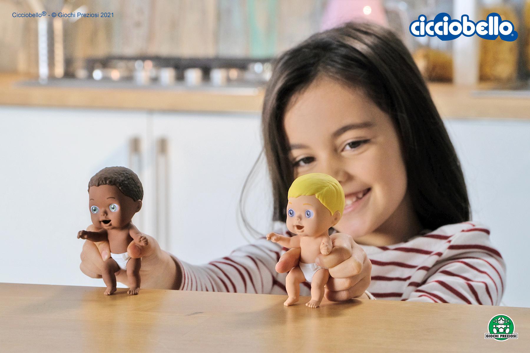 Bambina gioca con gli Amicicci - Cicciobello